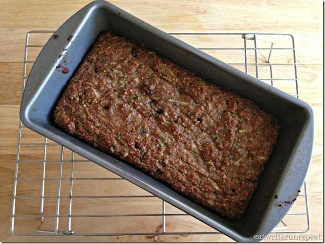grain free chocolate chip zucchini bread | eatwriterunrepeat.com