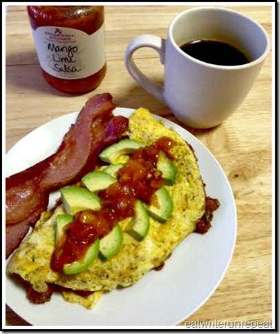 eatwriterunrepeat | whole30 chili omelet