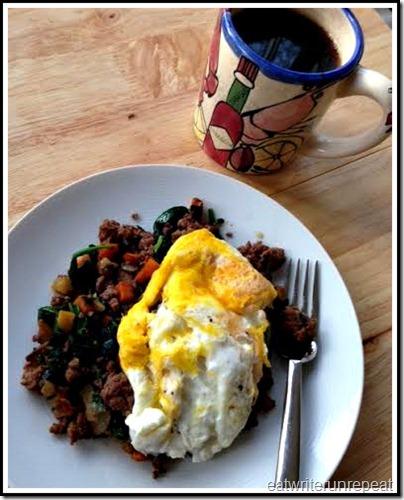 eatwriterunrepeat.com | whole30 eggs and hash