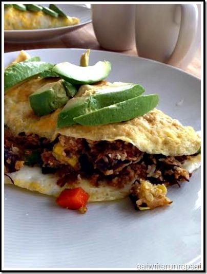 eatwriterunrepeat.com | Whole30 omu rice omelet
