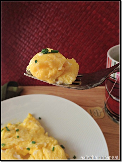 perfect scrambled eggs | eatwriterunrepeat.com